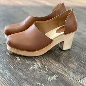 Free people camel colored clogs!